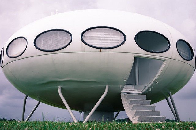An Alien Spaceship In our Garden - Peirene Press